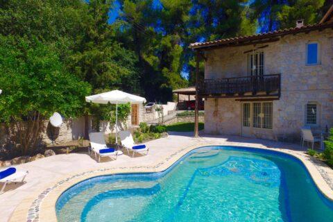 Summer Pool House | Helona